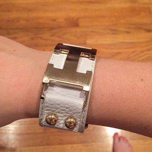 Jewelry - White Bracelet ✨